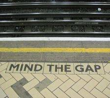800px-Mind_the_gap_2 (1)