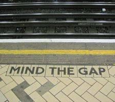 800px-Mind_the_gap_2 (1)