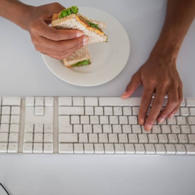 Two thirds of employees feel pressured to work through lunch hour