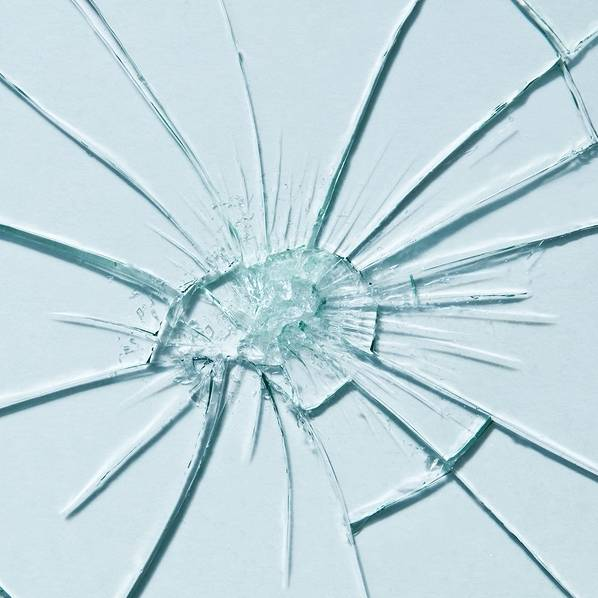 Report into the glass cliff claims women still need to break the glass ceiling