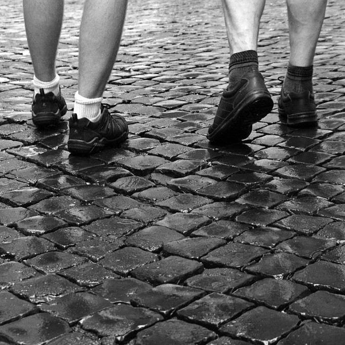 Walking on cobbles can be good for the brain
